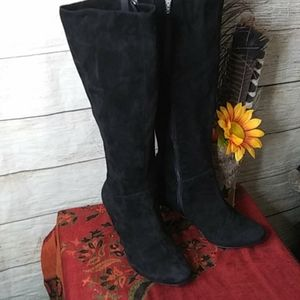 Dou black suede boots with heels